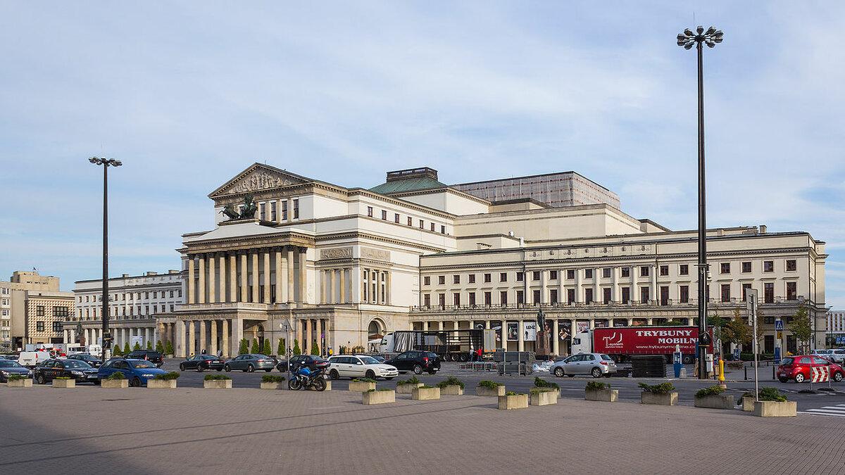 19 ноября 1765 года в Польше открылся первый драматический театр