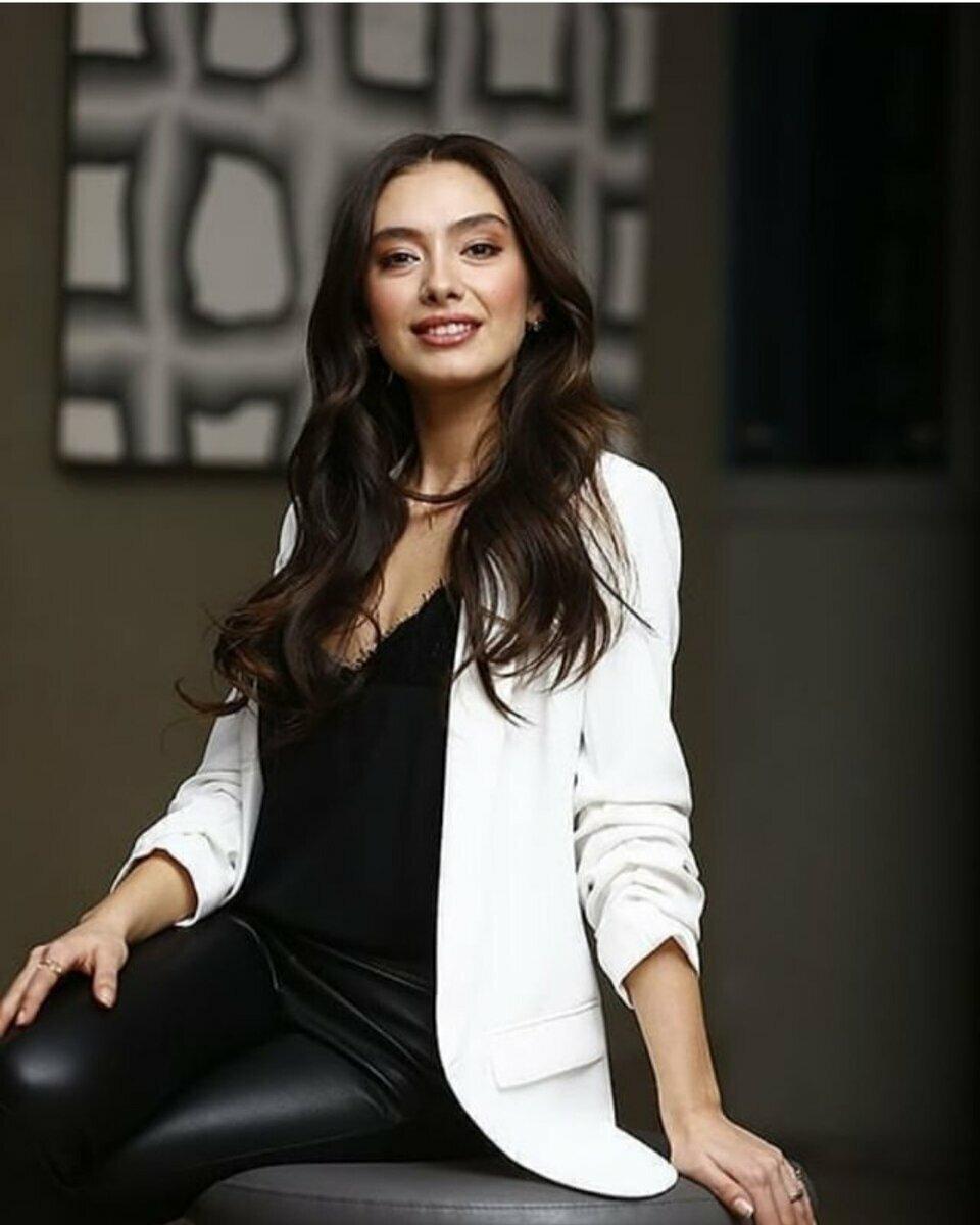 картинки турецких актрис на обои его обеими