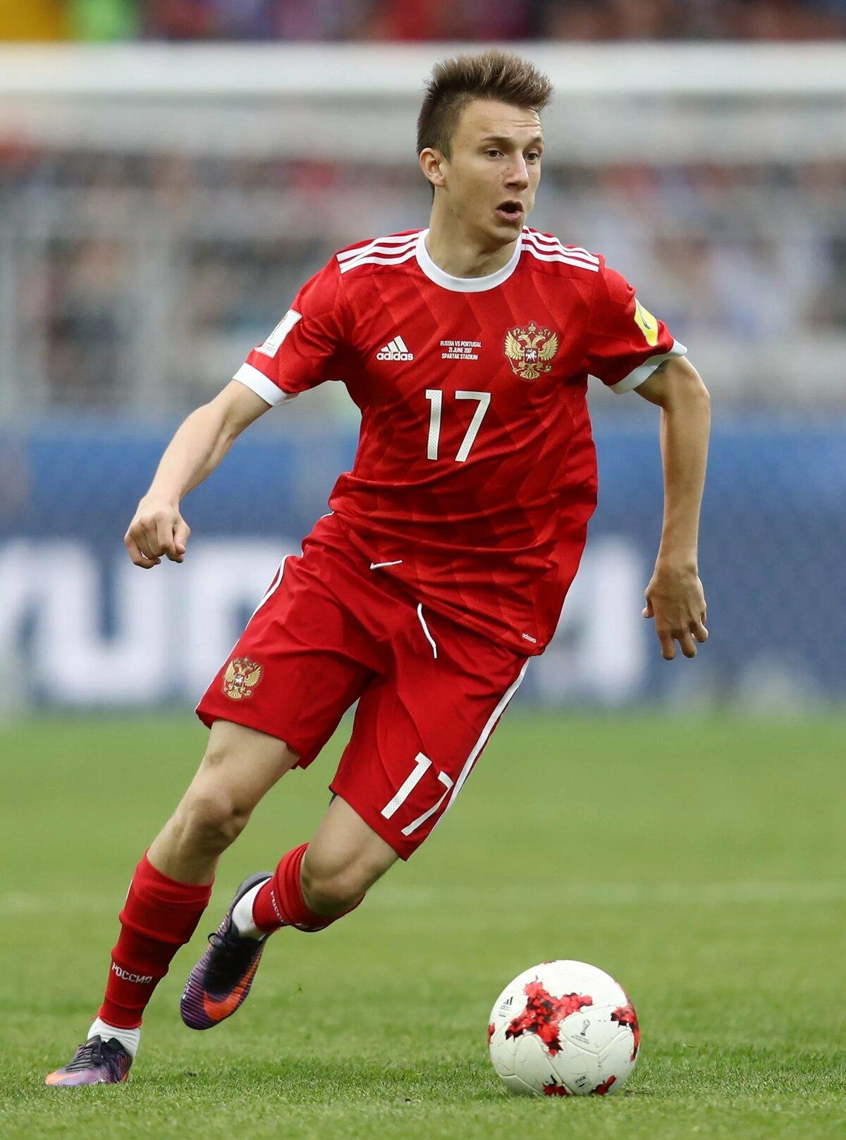 узнать, российские футболисты все фото собой округлое