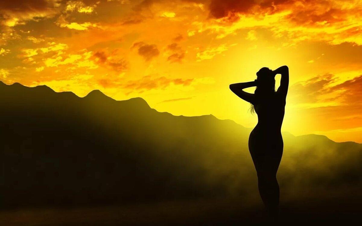 Силуэт девушки при закате солнца картинки
