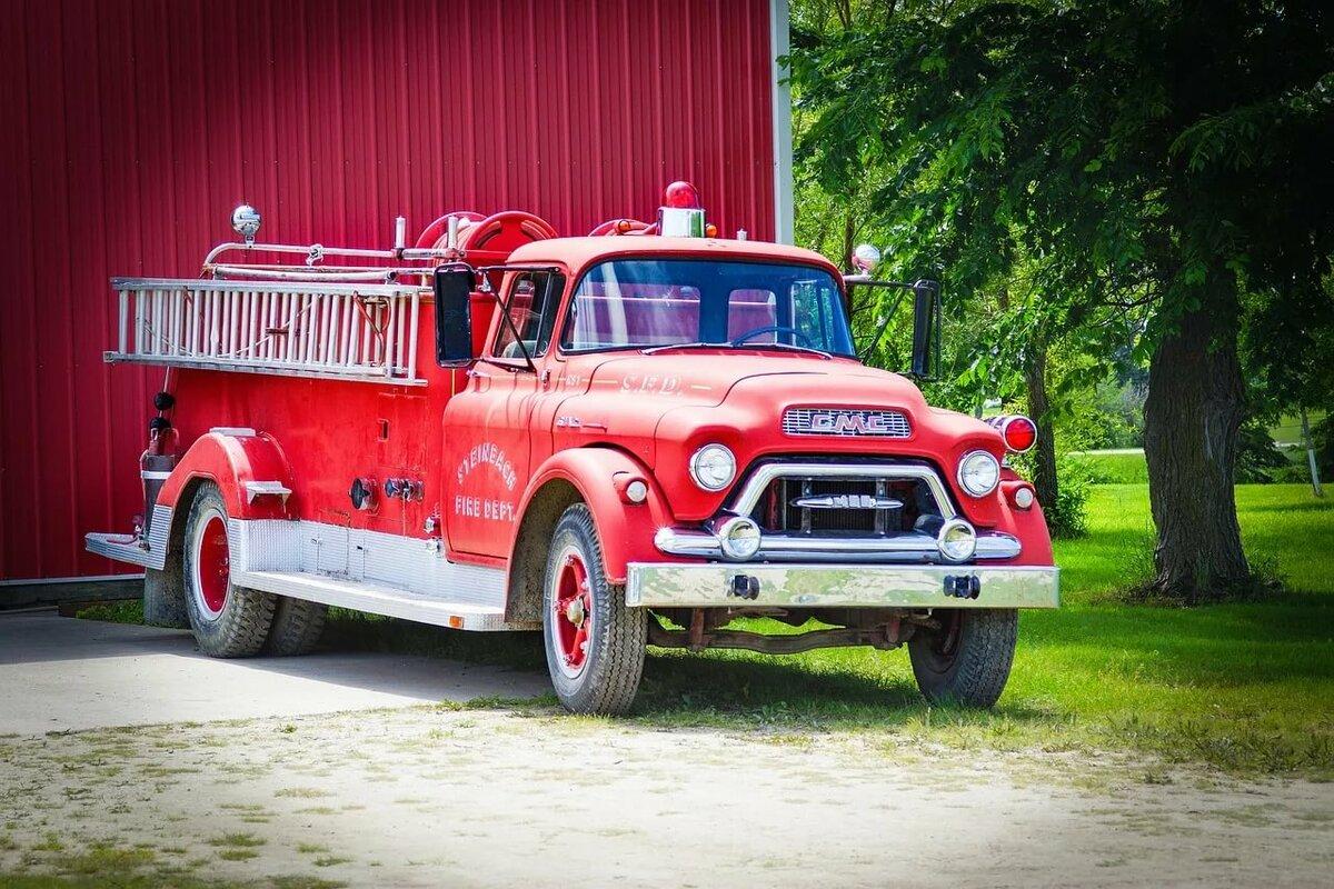 картинка старинных пожарных машин этажи