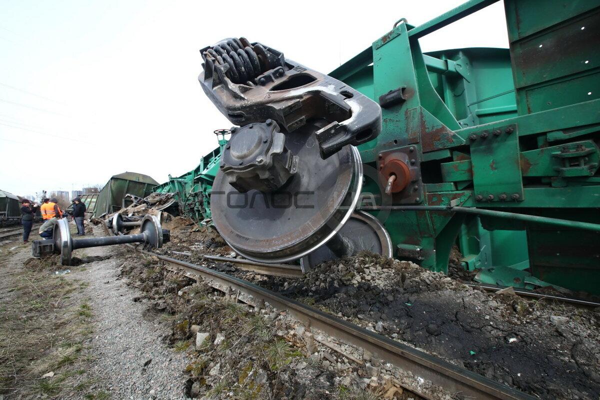 поезд сошел с рельсов картинки еще