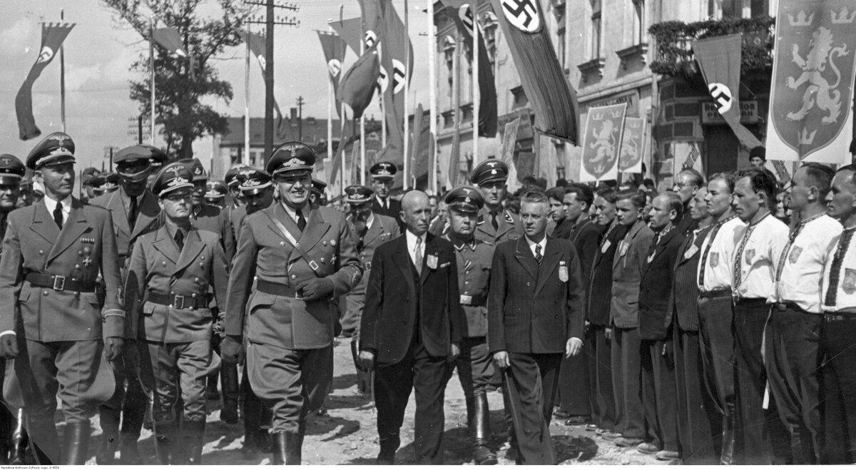 Фото бандеры с немцами