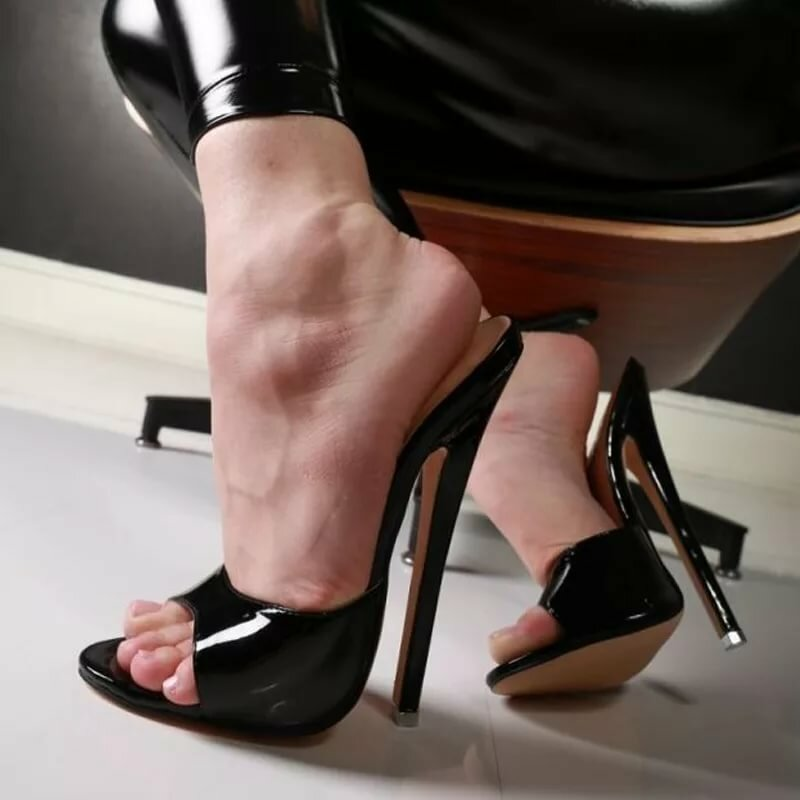 divine-fetish-footwear-hottest-bondage-model