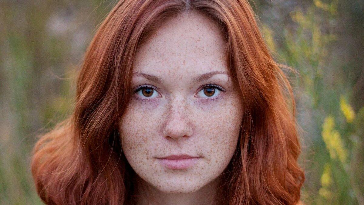 tits-gear-rain-redhead-girl