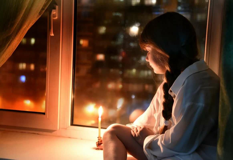 Картинка женщина у ночного окна