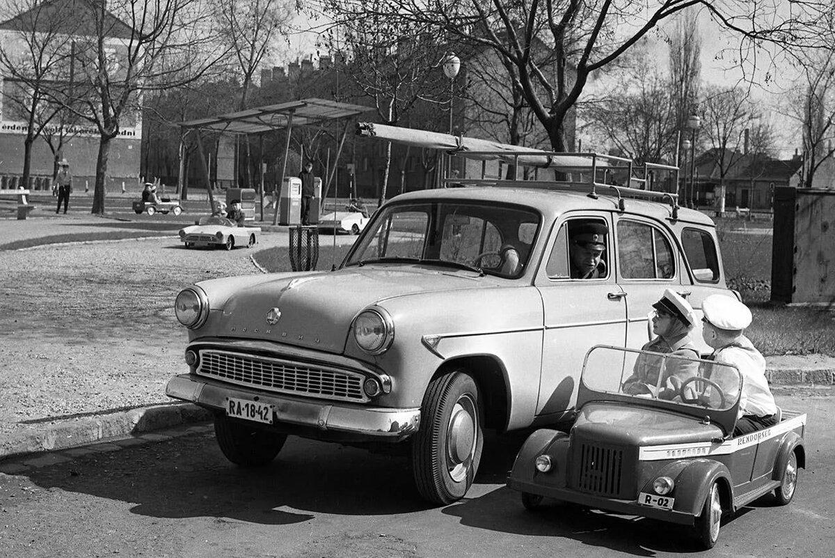 первые авто в ссср фото компании ведет