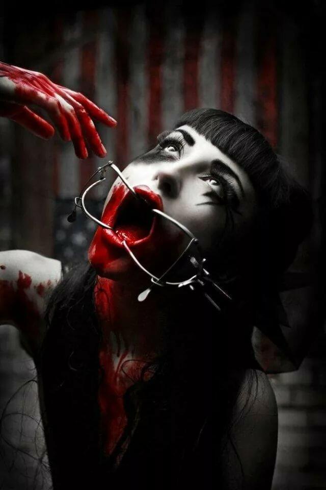 Кровавые картинки женщин