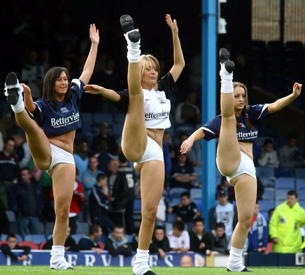 Cheerleader high kick naked