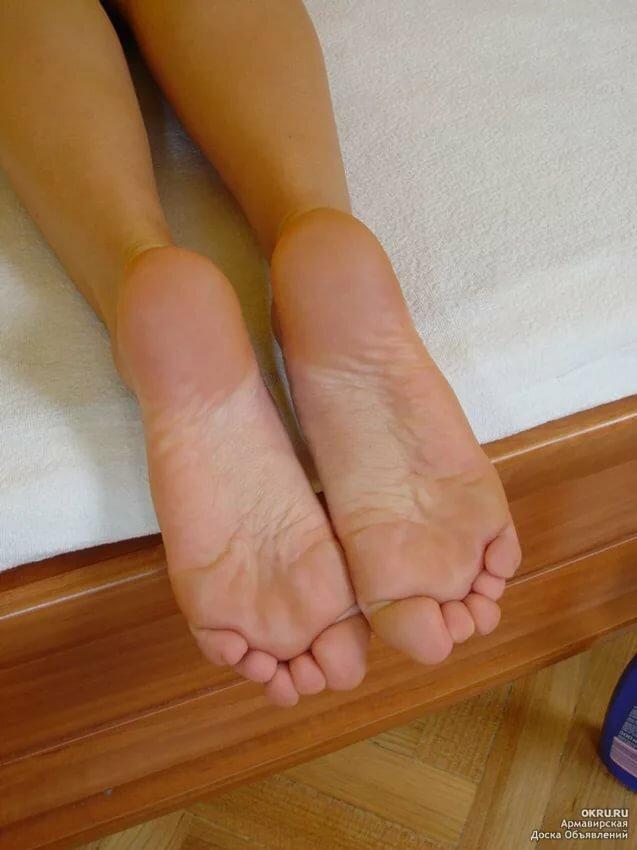 фото женских ступней и лица