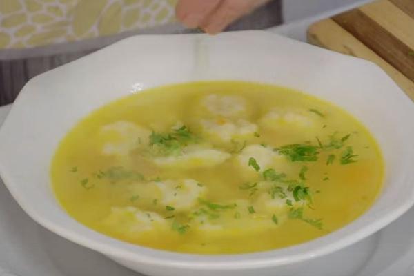 Вкусный суп с клецками на курином бульоне калорийность