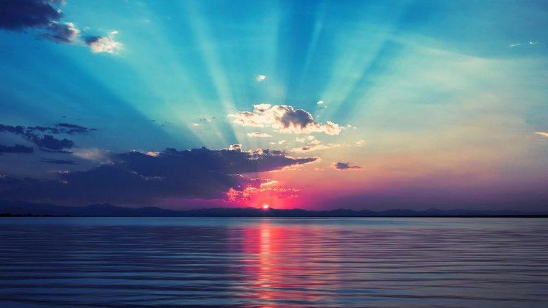Красивый рассвет на море.