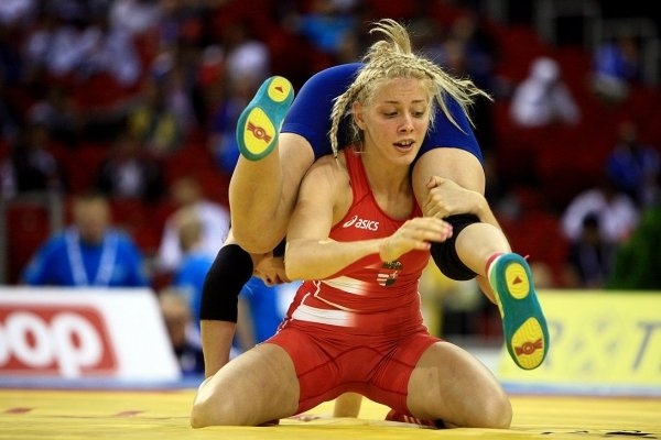 фото борьба женская