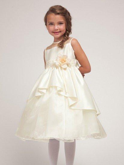 Летние платья для девочек шьются из традиционного льна или шелка, а также органического хлопка.