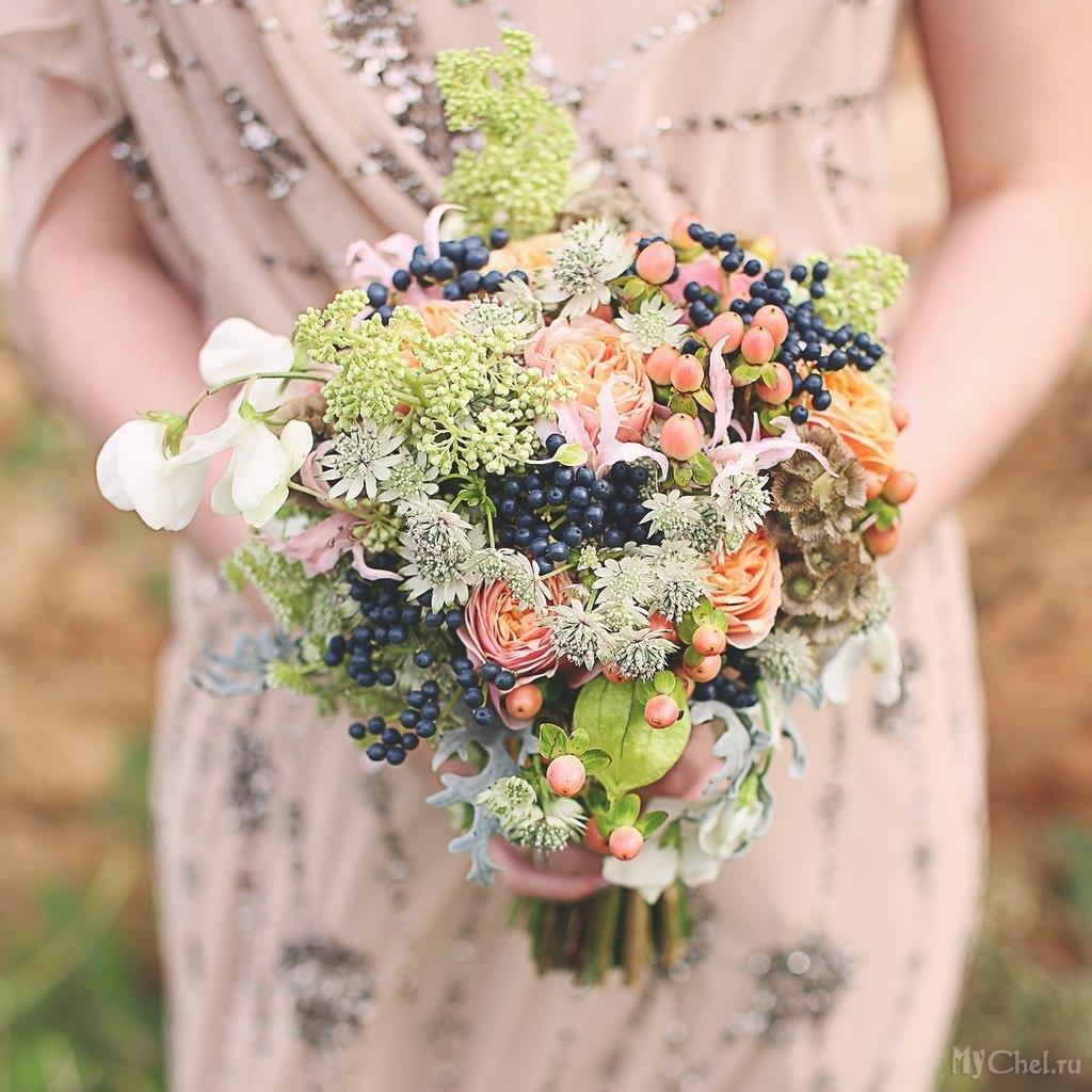 Краснодар букет невесты с ягодами, белых пионов