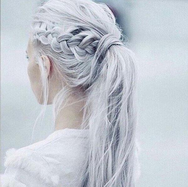 Девушки с белыми волосами со спины
