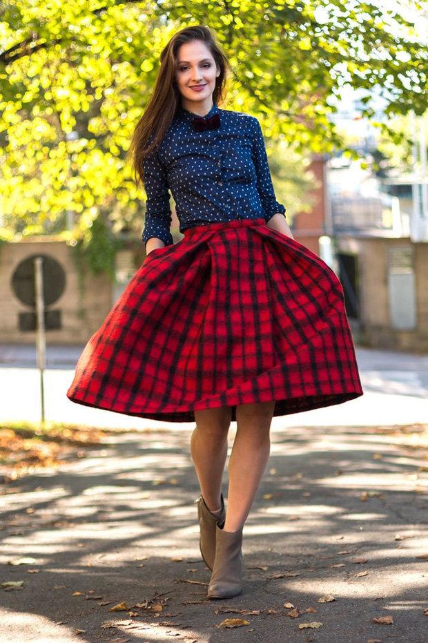 Синяя блузка красная юбка фото