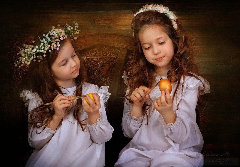 Пасхальный портрет девочек.