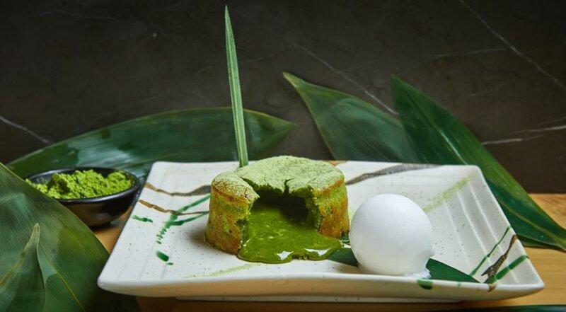 Десерт из зеленого мая матча и белого шоколада