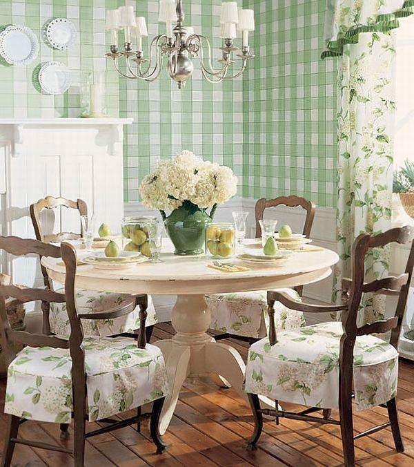 Нежно зеленый цвет на стене