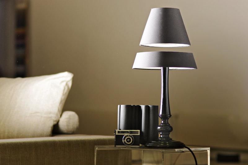 Левитирующая настольная лампа Crealev