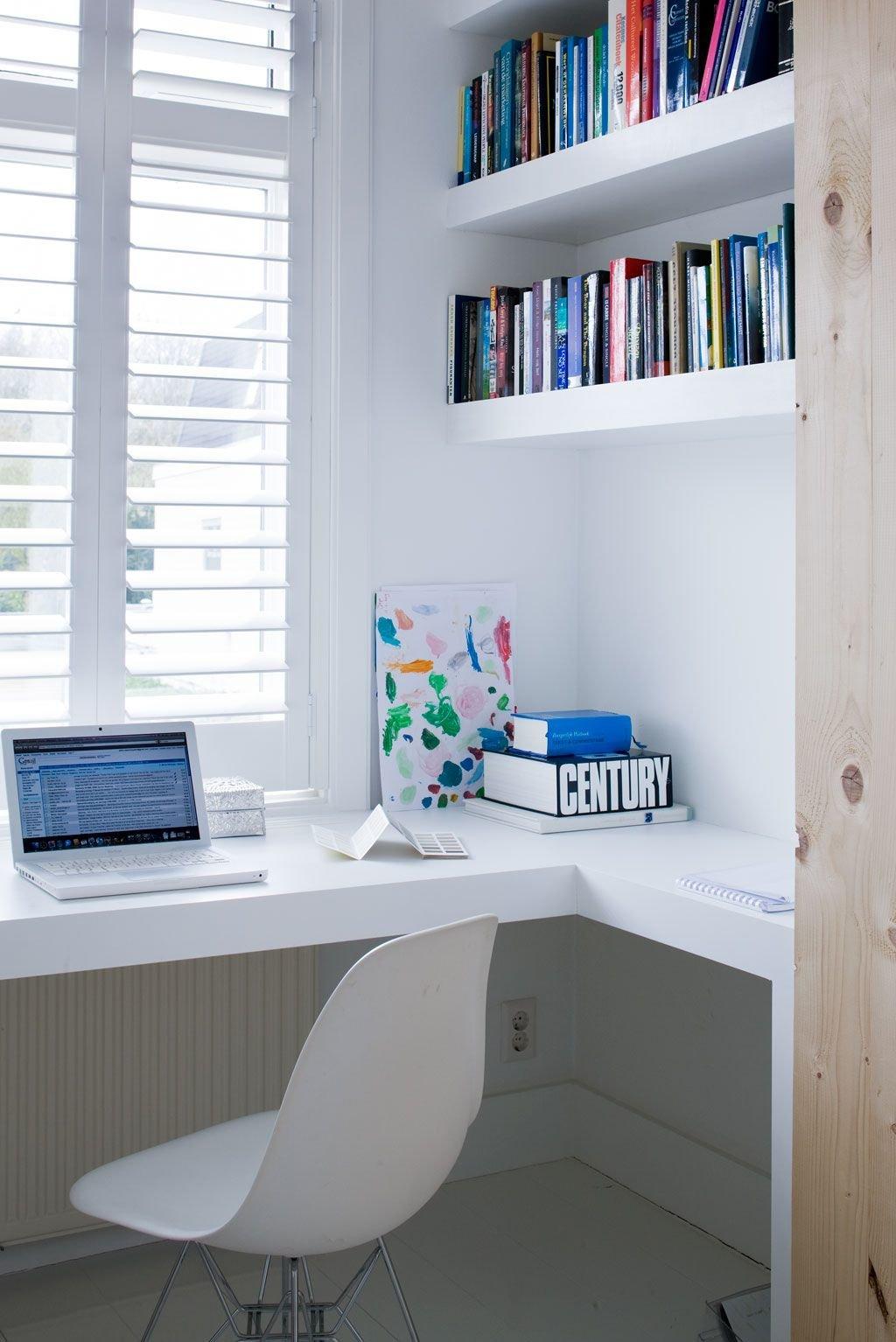 Домашний офис в скандинавском стиле, рабочее место дома, дом.
