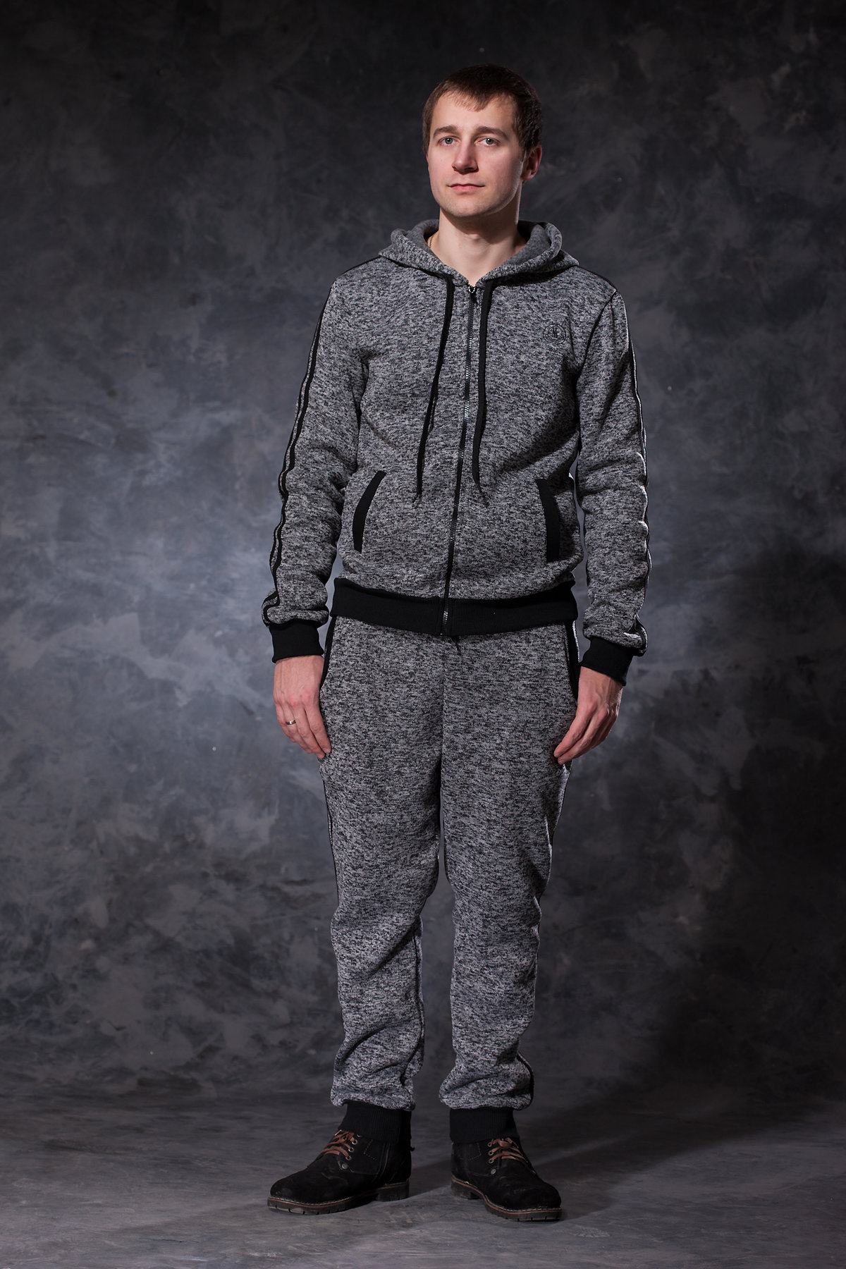b785968c846d Спортивный костюм Респект – незаменим для мужчины. Приятная серая расцветка  и черные вставки выделяют его