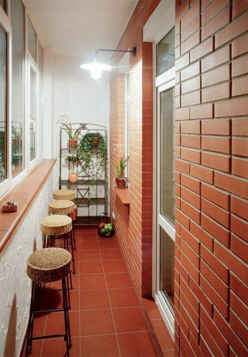 Кирпичная стена на балконе материалы для отделки балкона htt.