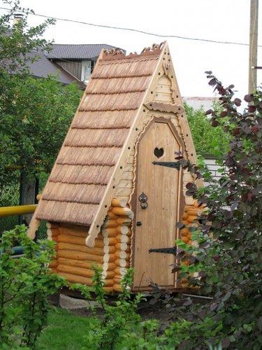 туалет из дерева для дачи