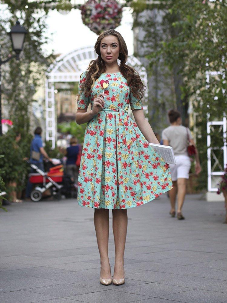 Платье по колено с руками