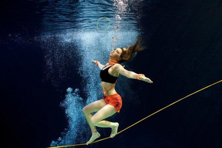 Как сделать чтобы фотографии плавно проплывали