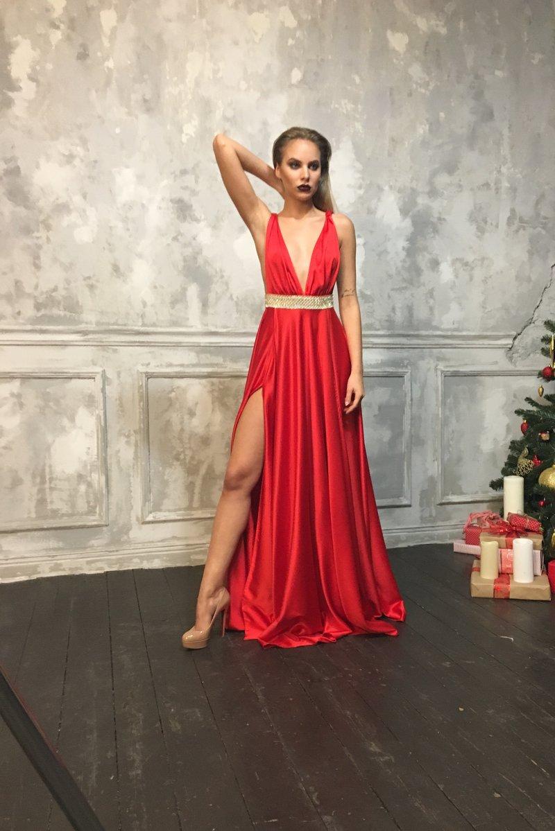 Вечернее платье  с поясом из страз