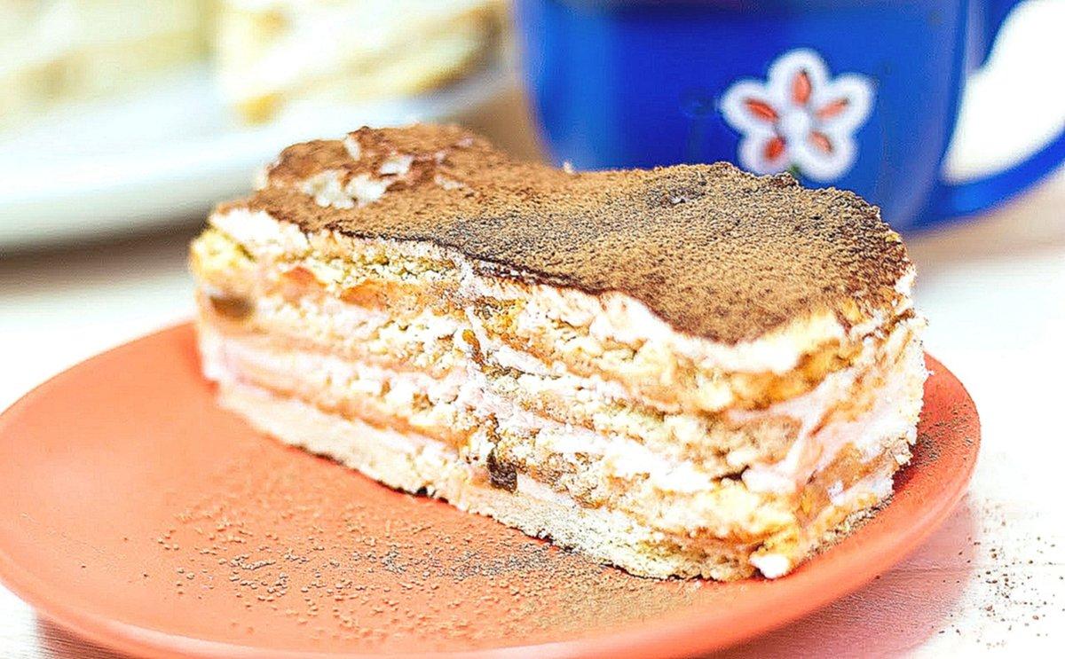 Простой и незатейливый домашний бисквитный торт с заварным сметанным кремом.