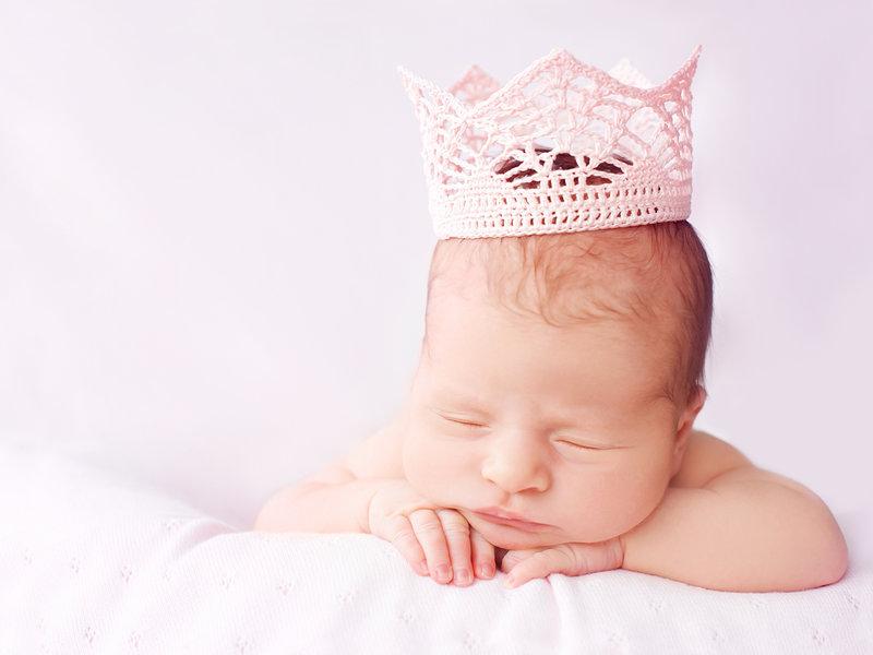 Спящую малышку в розовой кофте фото 783-652
