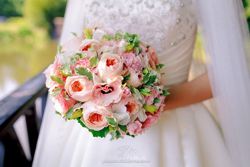 Свадебное оформление цветами, букет невесты