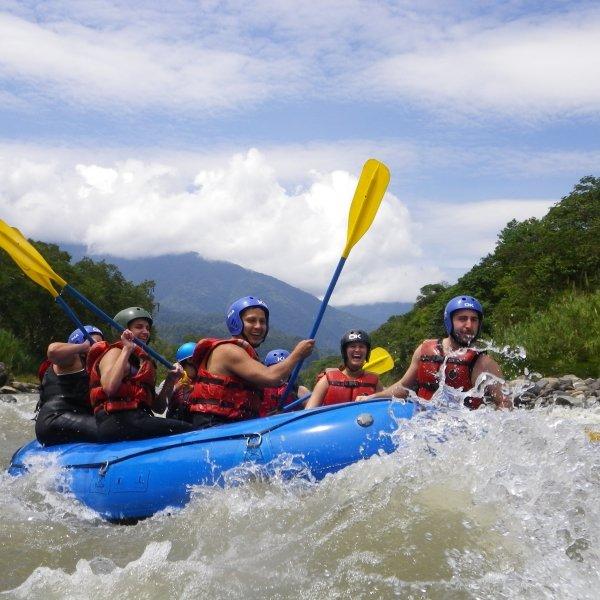 Ведь рафтинг - это скоростной спуск по горной реке с порогами на надувной лодке (рафте), плоту или на байдарке.