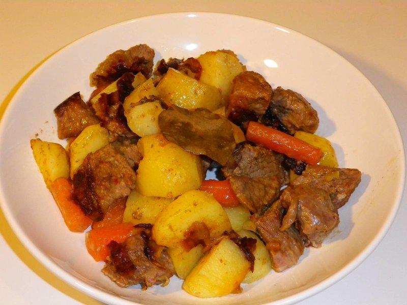 Картофельное рагу с говядиной в кашеварке-мультиварке