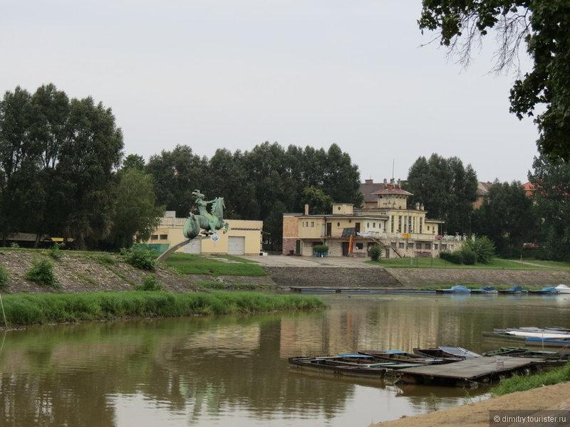 Статуи и устья реки Рабы