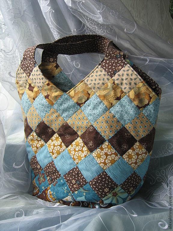 Пэчворк сумка в коричнево-голубых тонах.