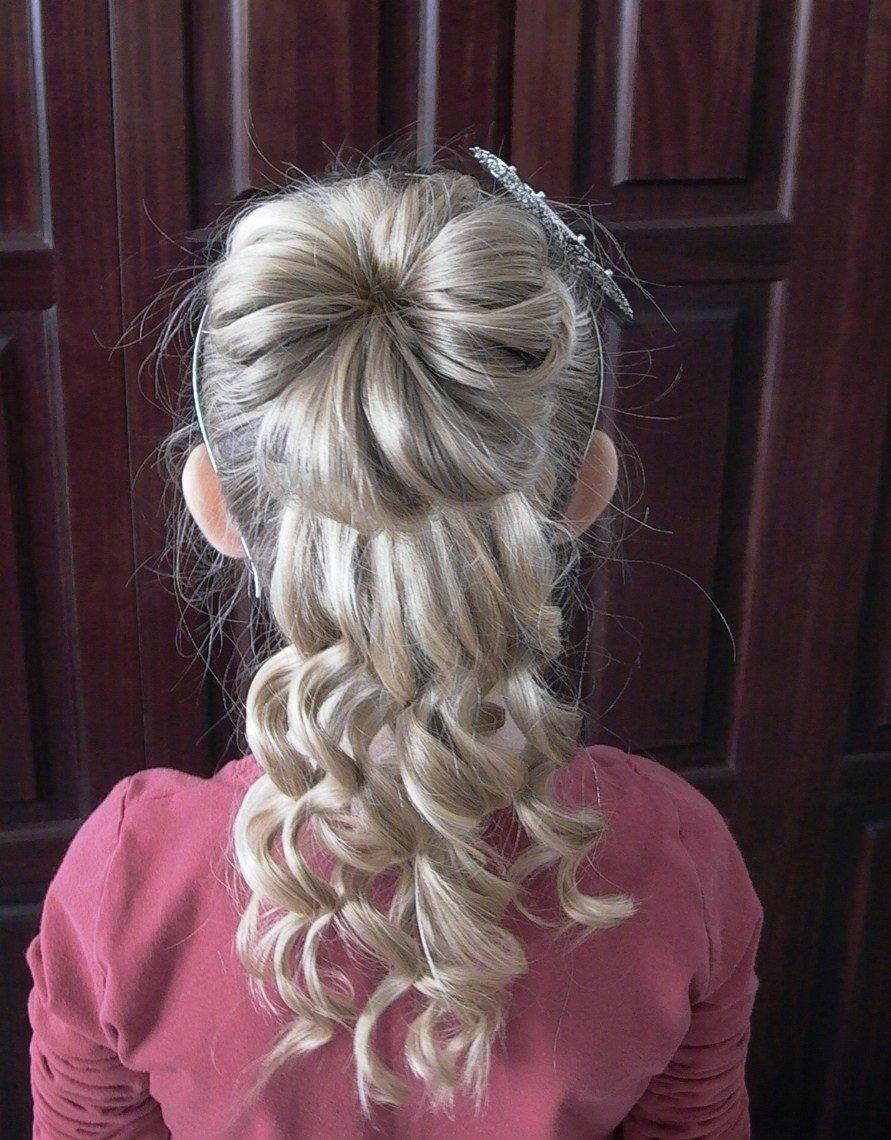 Забавная прическа с косами на длинные волосы.