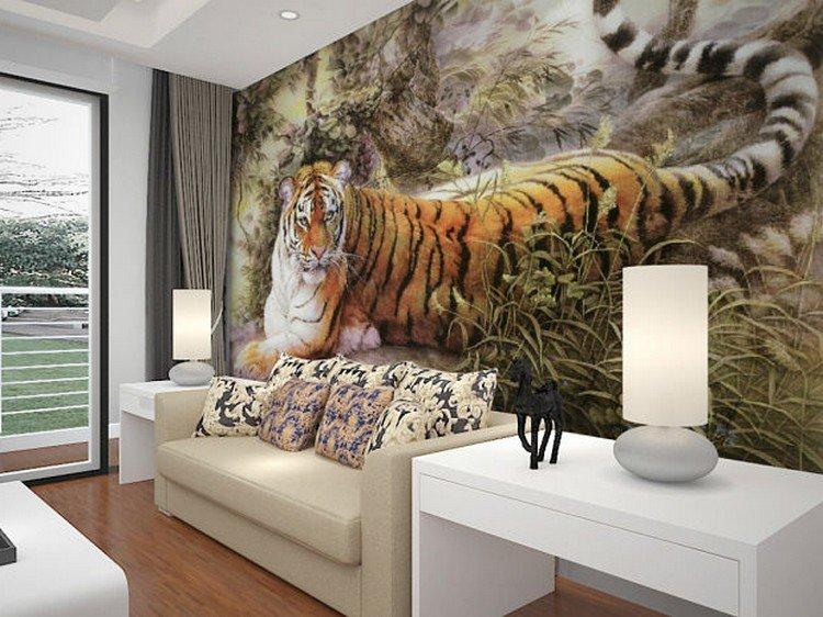 Фотообои в интерьере гостиной с изображением тигра