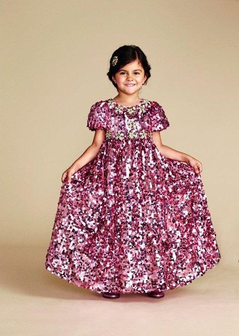 Нарядное длинное платье.