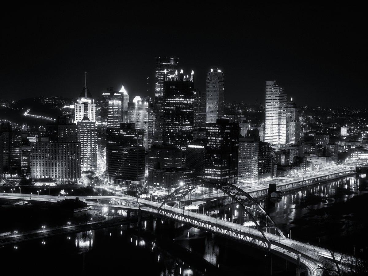 картинки города в черных тонах мишка розы