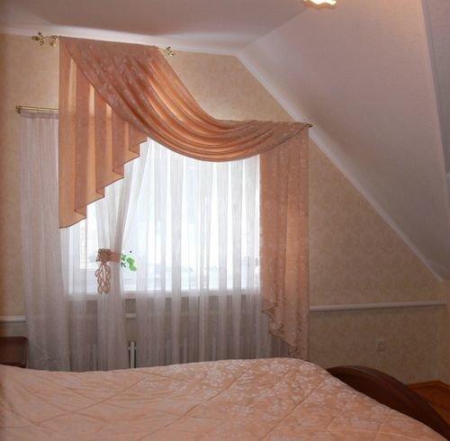 Дизайн спальни в мансарде. Особенности дизайна. Мебель и текстиль. Советы по обустройству интерьера мансардной спальни. Оригинальные идеи, стилистические выдумки и фото спальни на мансарде.