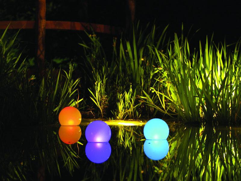 Разноцветные светильники для водоемов