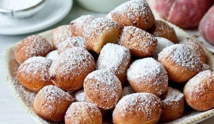 Творожные пончики жареные в масле - готовятся так же быстро, как и съедаются.