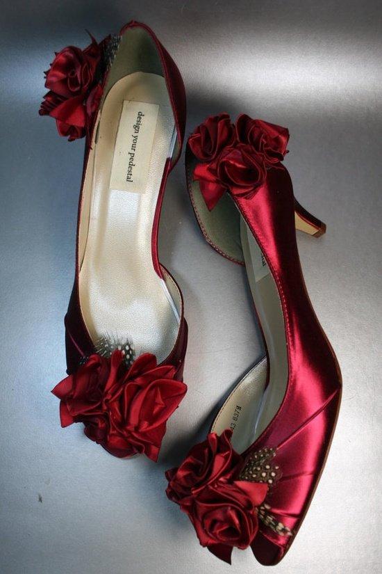 Контрастные туфли ярких цветов нынче в моде