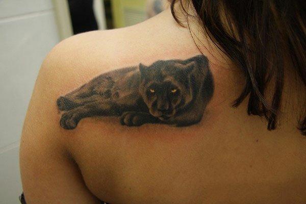 Фото девушки с тату пантеры
