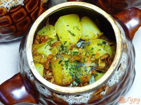 Тушеная картошка в горшочках с мясом и грибами