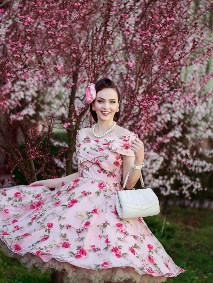 широкоформатные бесплатные фото платье ретро весна услугам